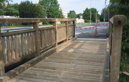 Bau einer Holzbrücke mit Holzgeländer System WEIZ (12)