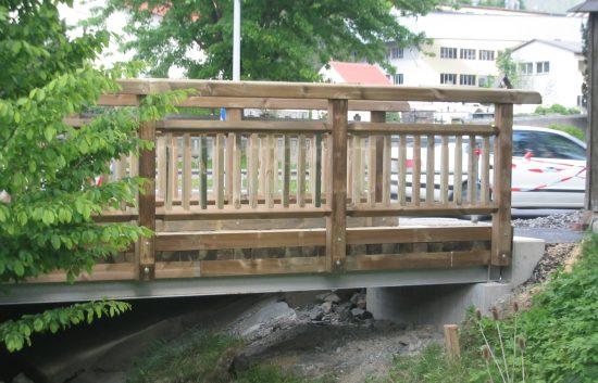 Bau einer Holzbrücke mit Holzgeländer System WEIZ (13)