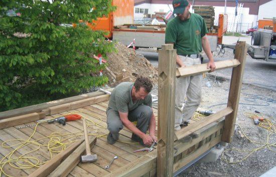 Bau einer Holzbrücke mit Holzgeländer System WEIZ (7)