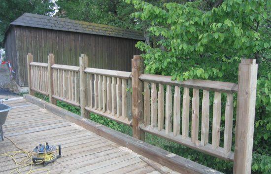 Bau einer Holzbrücke mit Holzgeländer System WEIZ (9)