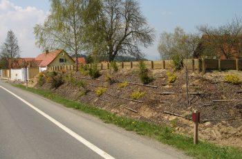 Lärmschutzwand Holzaufsatztröge auf Damm