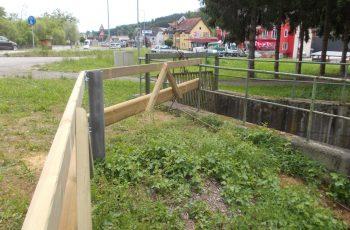 Holzleitschiene mit Holzgeländer Sonderanfertigung für Gemeinde Rosental (3)