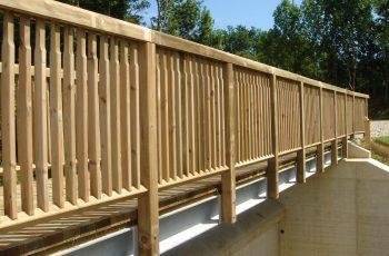 Holzbrücke mit Geländer System RAABA light