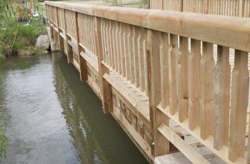 Holzbrücke mit Geländer System RAABA mit doppeltem unteren Holm (1)