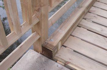 Holzbrücke mit Geländer System RAABA mit doppeltem unteren Holm (2)