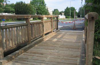 Holzbrücke mit Geländer System WEIZ