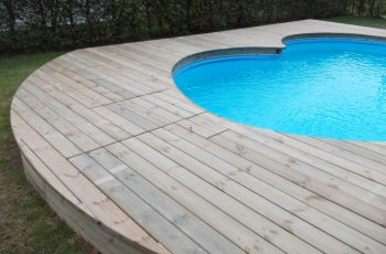 Terrassenböden und Schwimmbadumrandungen aus kesseldruckimprägniertem Kiefernholz (KDI) – Bild 22