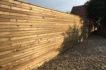 Sichtschutz Zaun System Rautenschalung waagrecht