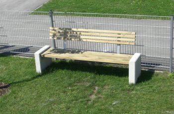 Sitzbank - Trieste Bank L:180 cm, (Tisch 180 x 72,5 cm, Höhe 73,5 cm) , Stahl feuerverzinkt und pulverbeschichtet, Betonseitenteile sandgestrahlt. fertig montiert