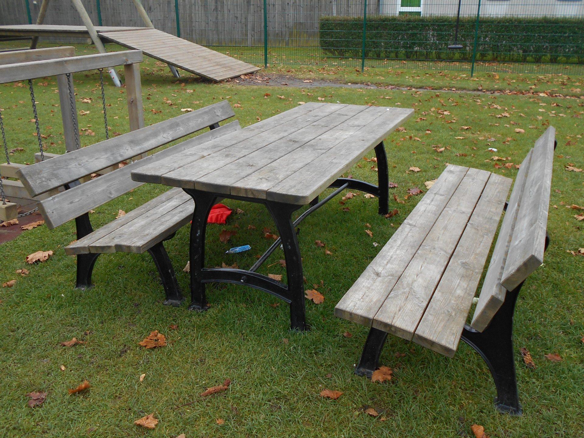 Sitzgarnitur - Kuba / Tisch 195x70 cm, Höhe 75 cm, Bank L:195 cm, Sitzhöhe 40 cm. Auflagen aus Kiefernholz, kesseldruckimprägniert, fertig montiert
