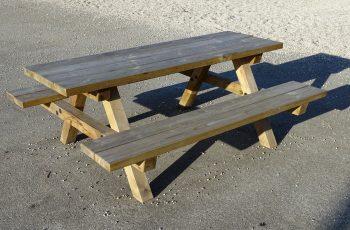 Sitzgruppe - Mödling (2) L x B x H: 195 x 160 x 75 cm. Aus ausgesuchtem Kiefernholz, kesseldruckimprägniert, fertig montiert