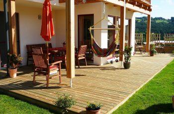 Terrassenböden und Schwimmbadumrandungen aus kesseldruckimprägniertem Kiefernholz (KDI) – Bild 4